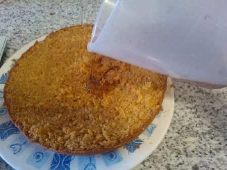 торт с черносливом, орехами и имбирем