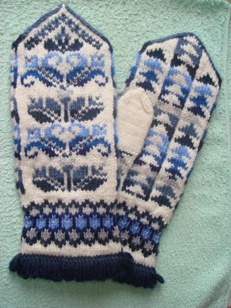 вязание спицами модных женских свитаров и их схемы