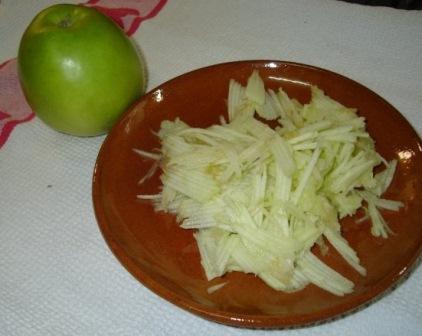 салат боярский из ветчины с яблоками