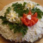 Салат с черносливом и кедровыми орешками
