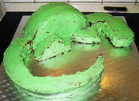 склеиваем кремом все детали торта