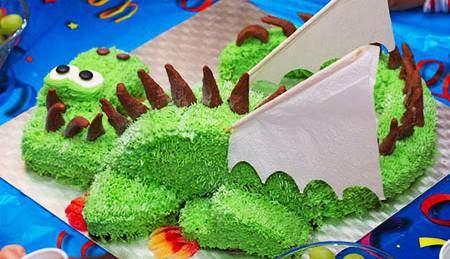 вот так выглядит наш новогодний торт дракон