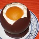Оригинальный десерт «Шоколадное яйцо с сюрпризом»