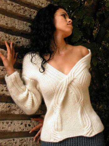 Очень красивый оригинальный пуловер спицами
