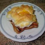 Яйцо с беконом «Воздушное облако»
