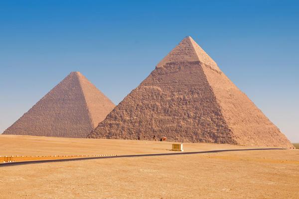 самая знаменитая достопримечательность Египта - пирамиды
