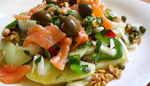 добавляем лосось, оливки и каерсы