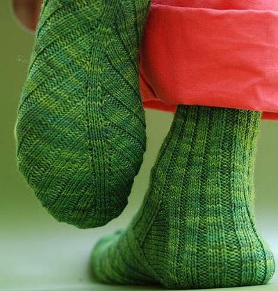 вязание носков спицами по косой