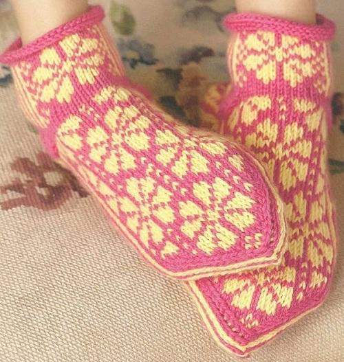 4 модели вязаных носков с мыска, схемы, фото