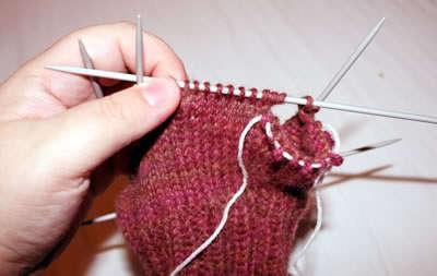 на фото обучение вязанию большого пальца для варежки