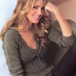 Женский пуловер с V-образным вырезом. Вязание спицами.