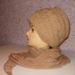 Вязаная женская шапочка-ободок спицами